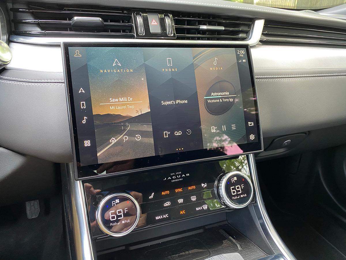 2021 Jaguar XF P300 R-Dynamic SE infotainment